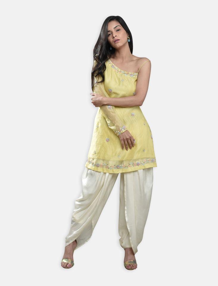 PST34 1 Fashion Designer Brand Priti Sahni - My Best Friend's Wedding