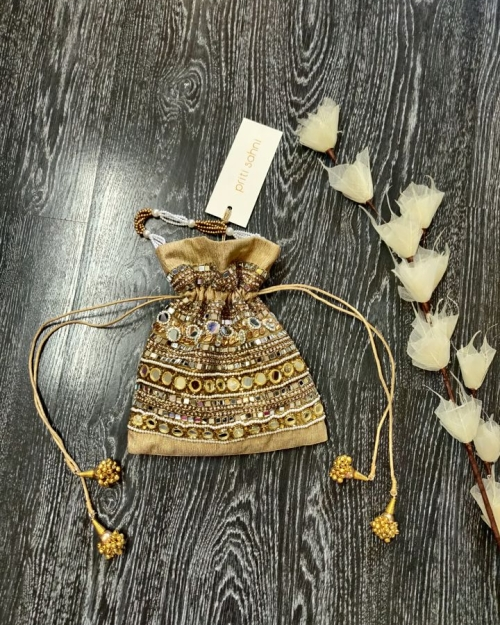 Mirror Potli 4 Accessories Fashion Designer and Brand Priti Sahni 500x625 - Accessories