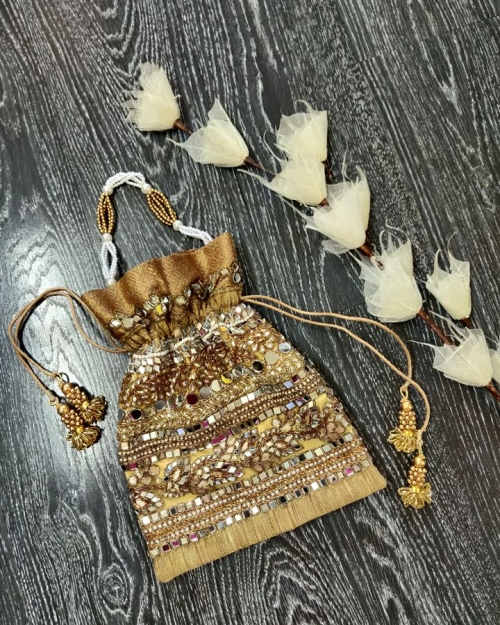 Mirror Potli 5 Accessories Fashion Designer and Brand Priti Sahni 500x625 - Accessories