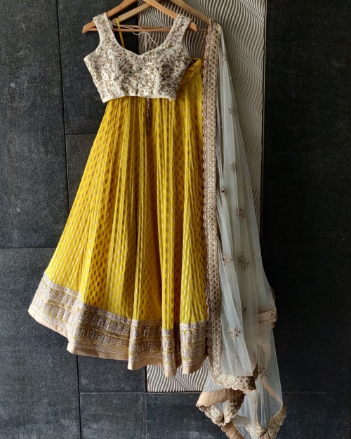 PSL502 1 Fashion Designer and Brand Priti Sahni 500x625 - Lehengas