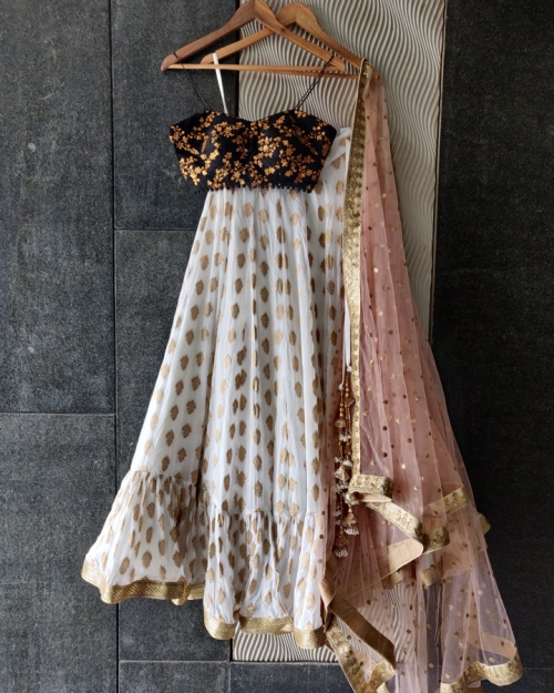 PSL512 1 Top Fashion Brand and Designer Priti Sahni Mumbai India 500x625 - Lehengas