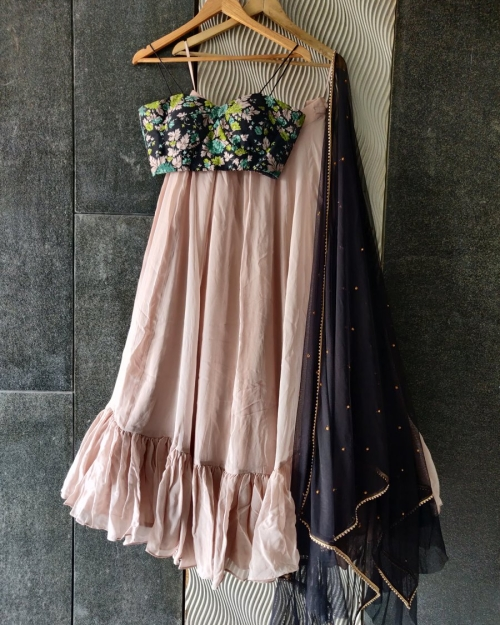 PSL524 1 Top Fashion Brand and Designer Priti Sahni Mumbai India 500x625 - Lehengas